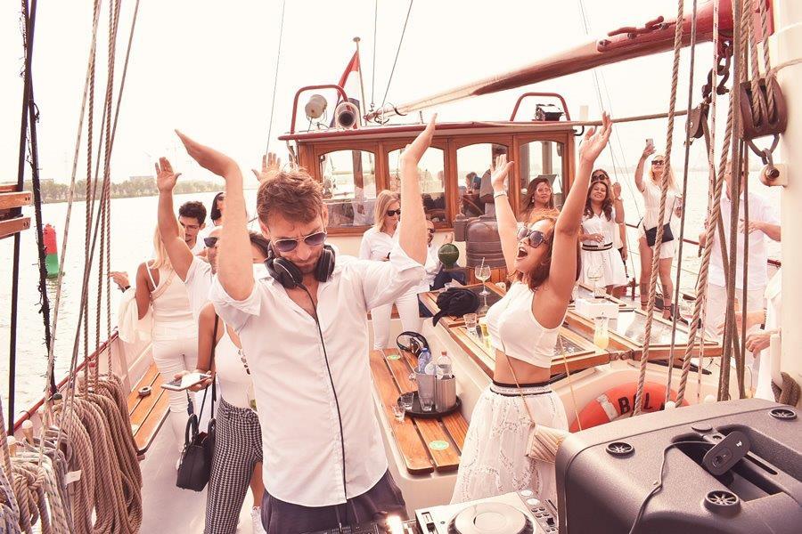 VIP Zeilfeest op het water DJ